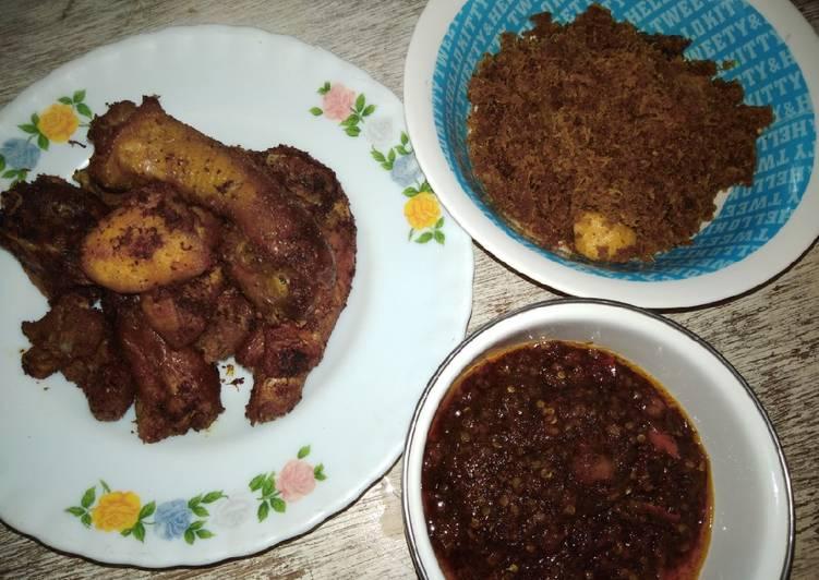 Ayam goreng kelapa plus sambel mercon