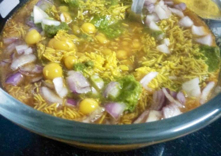 15 Minute How to Prepare Super Quick Homemade Sev usal ragda Usal