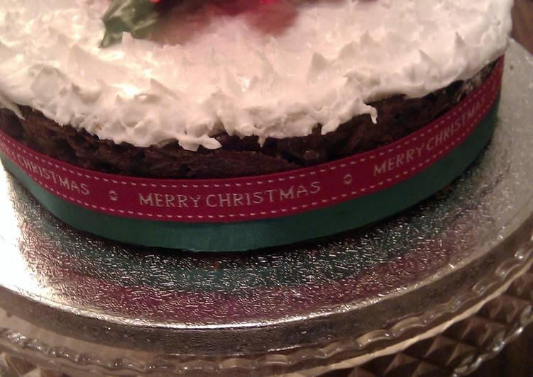 'V' Christmas cake