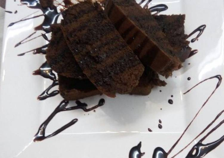 Eggless chocolate cake in microwave