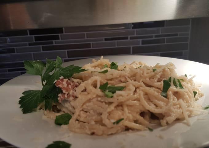 Spaghetti carbonara  (5 ingredient )
