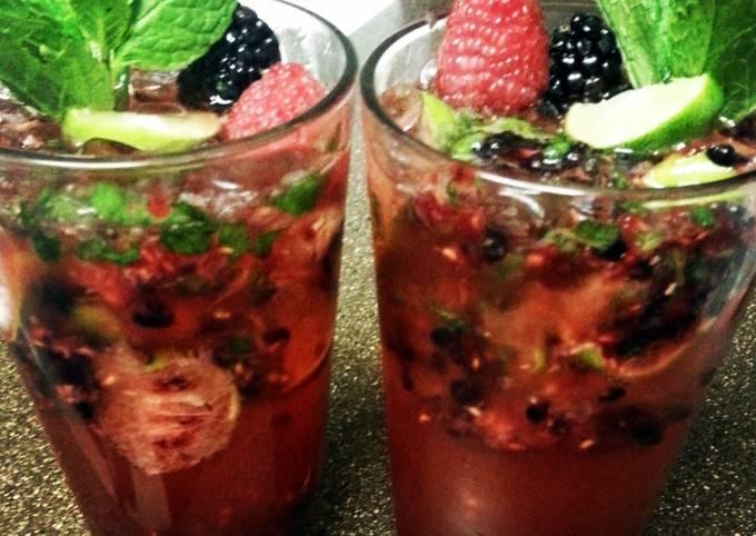 mixed berry mojitos
