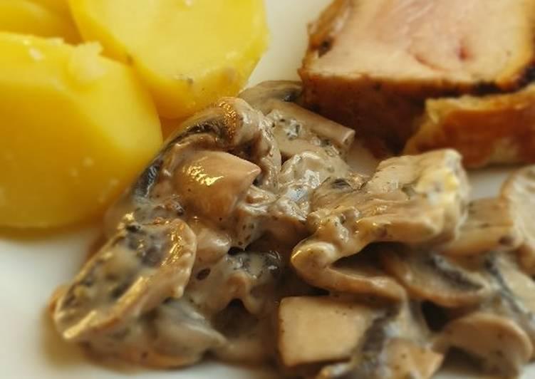 "Putenbrustfilet ""Wellington"" mit Pilzsauce und Kartoffeln"