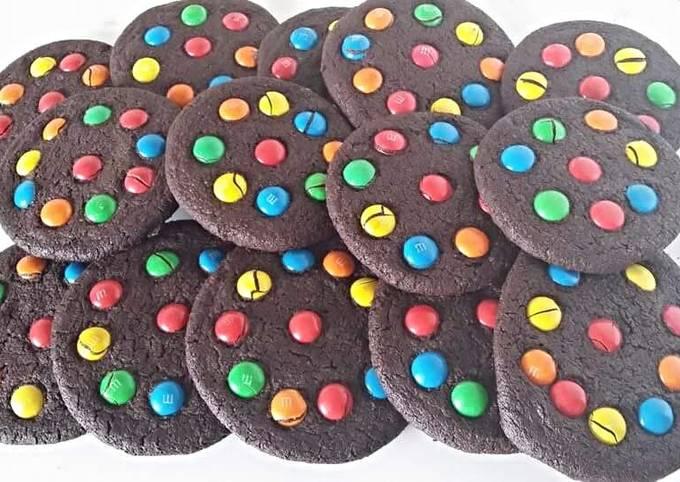M&M chocolate shortbread cookies.