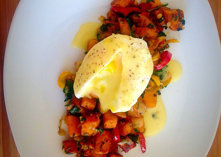 Poached Egg with Hollandaise Sauce and Sweet Potato Spinach Hash