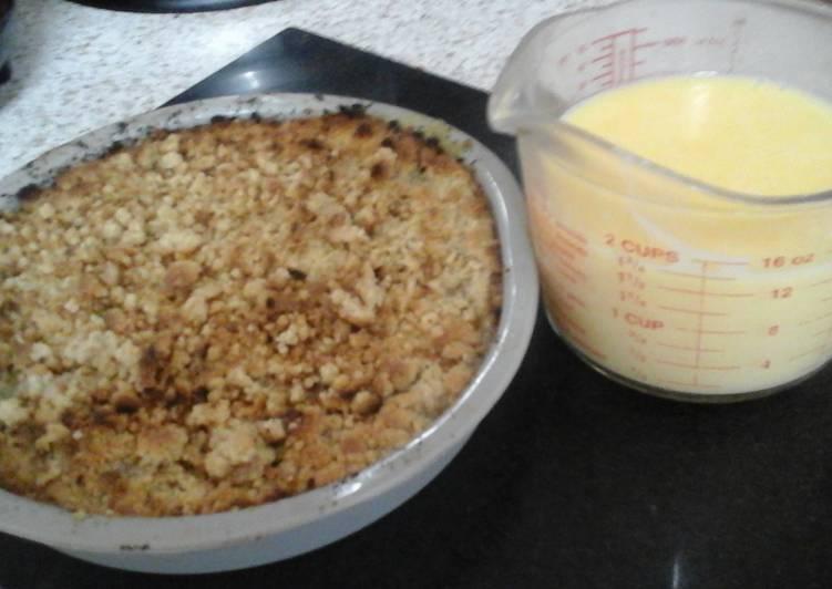 Rhubarb Crumble with Custard 😙
