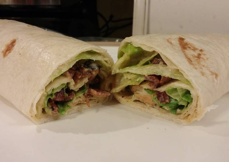 Easy Recipe: Appetizing Chicken-Bacon Caesar Wrap