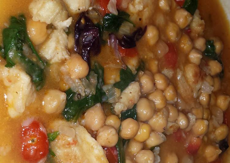 Cigrons amb Bacallà i Espinacs (Chickpeas with Cod and Spinach)