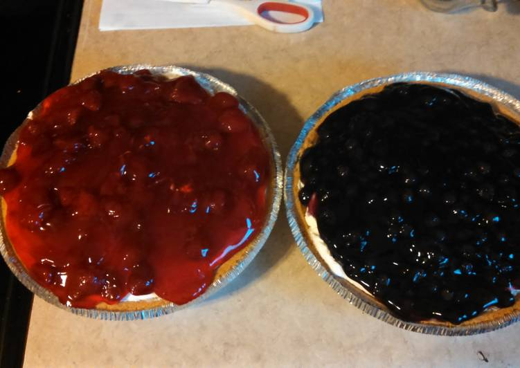 Steps to Prepare Super Quick Homemade No bake strawberry and blueberry pies