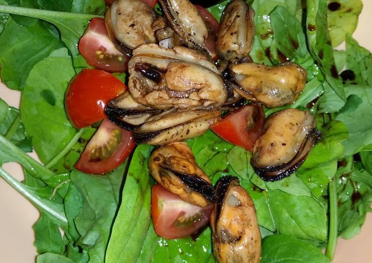 Recipe: Perfect Arugula Mussels Salad