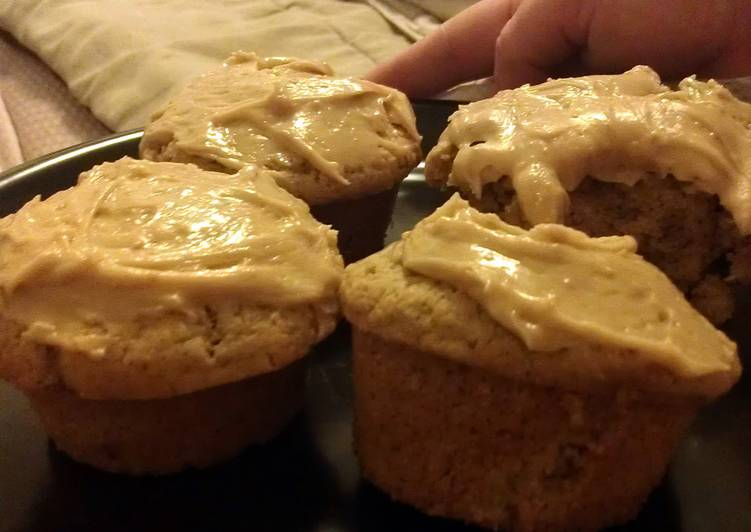 peanut butter cupcakes with peanut butter frosting
