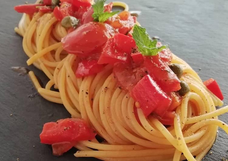 Spaghetti con peperoni, pomodorini, capperi e menta 👩🍳👩🍳