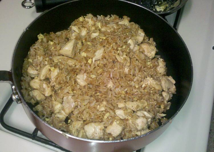 Simple Chicken Fried Rice w/o the carrots, onions, and peas