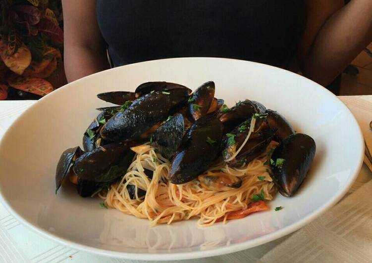Foods That Can Make You Happy White wine seafood pasta