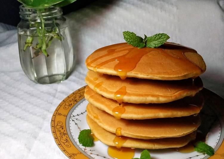 White Coffe Pancake with Mint Honey Sauce