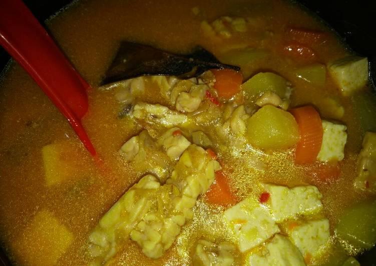 Sayur lodeh(tempe,tahu,kentang,wortel,timun)