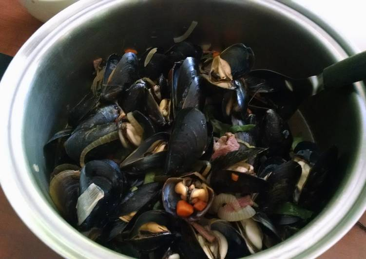 Asian Steam Mussels