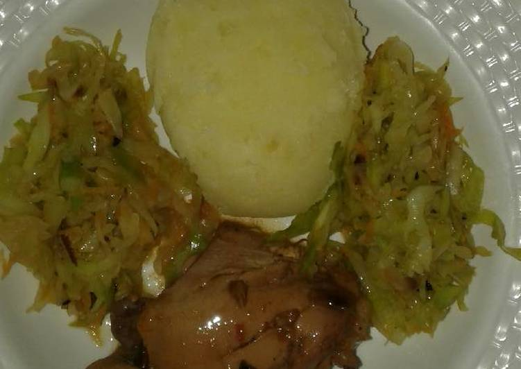 Mashed potatoes with fried cabbage & stewed chiken