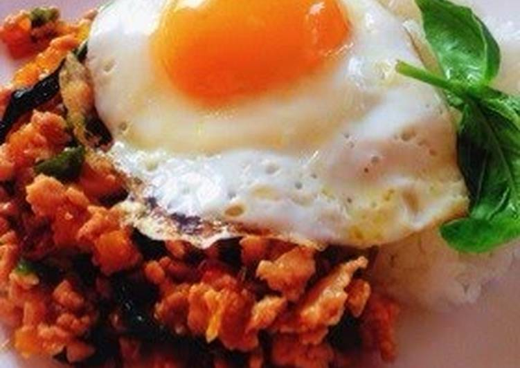 Recipe of Quick Pad Ga-prao (Spicy Minced Chicken on Rice with Fried Egg)