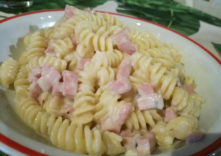 Ricetta Fusilli con prosciutto cotto e salsa di pecorino