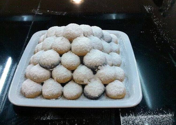 """Consume These 14 Superfoods to Go Green for Better Health Greek christmas cookies """"kourabiedes"""""""