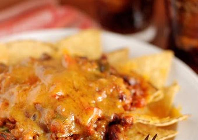 Simple Way to Make Quick Nachos with Chili Con Carne