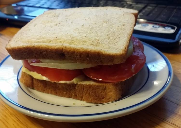 Taisen's tomato, onion and cucumber sandwich