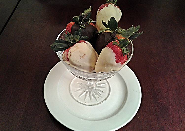 Recipe: Yummy White and Dark Chocolate Covered Strawberries