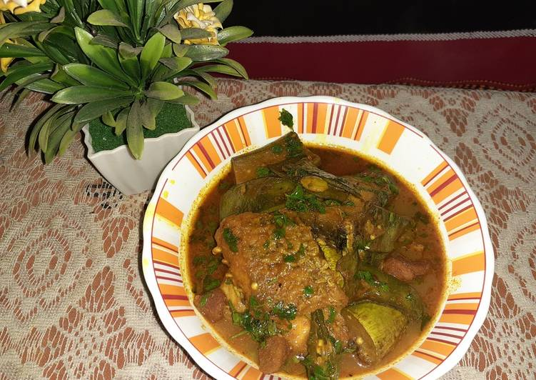 Recipe of Any-night-of-the-week Katla fish sim begun diye/fish curry with brinjal and broadbeans