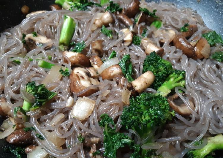 Recipe: Yummy Garlic Mushroom, Kale & Broccoli w/Purple Sweet Potato noodles