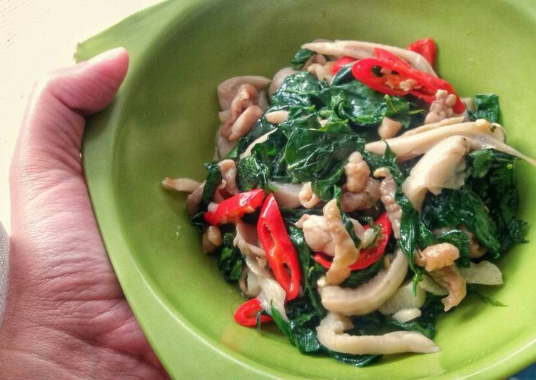 Simple Way to Make Speedy Sweet Leaf Bush Mushroom and Chicken Stir Fry