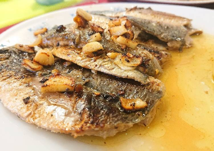 Easiest Way to Make Appetizing Pan-Fried Sardine Fillets