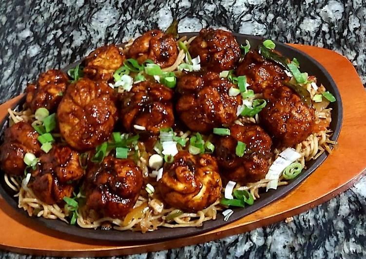 Shezwan chicken momos with hakka noodles😋