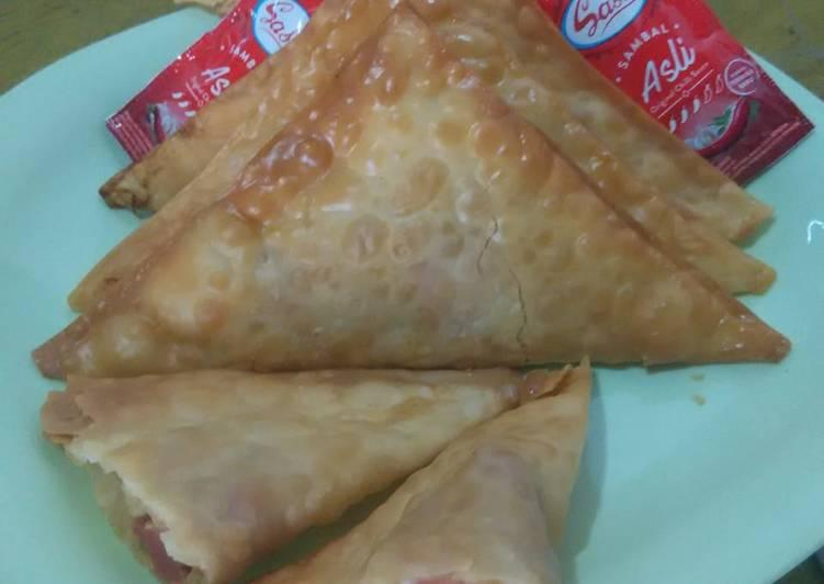 Martabak Mie (Fried dumpling noodle and sausage)