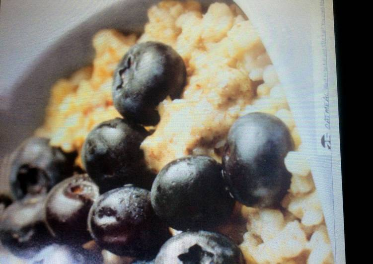 Almond Butter And Blueberry Oatmeal