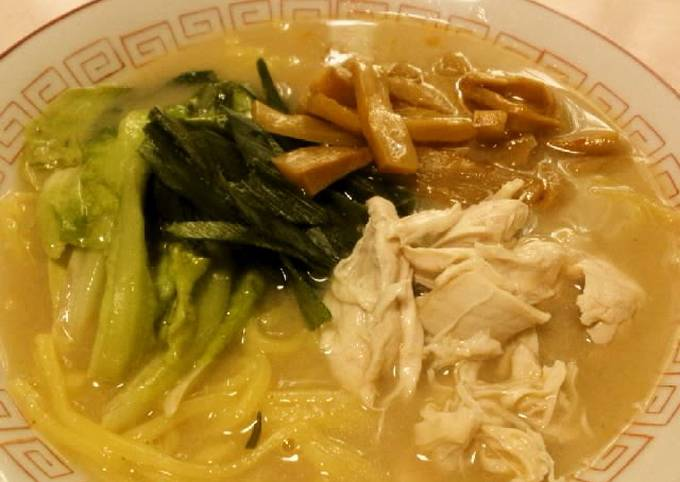 Rich Chicken Baitang Ramen with Thick Soup