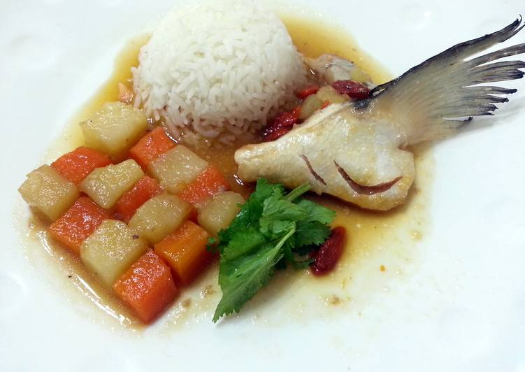 Simple Way to Prepare Ultimate LG POACHED SALMON WITH POTATO AND CARROT IN ESSENCE OF CHICKEN BROTH