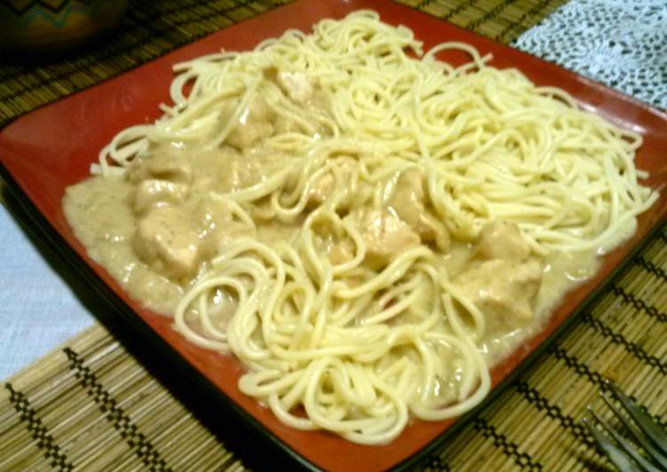 Chicken breast with white sauce