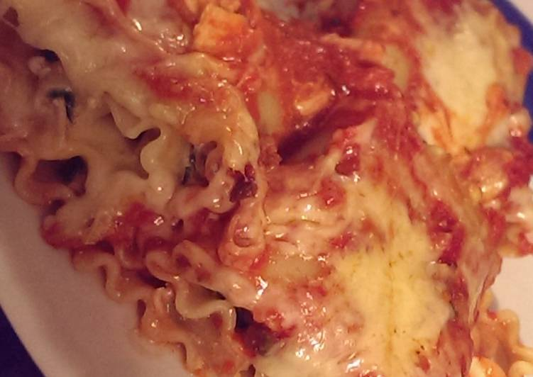 Recipe of Perfect Cheesy Spinach and Turkey Lasagna Rolls