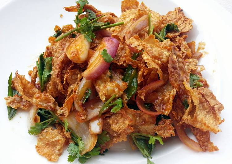 Easy Healthy Recipe: Delicious Crispy Beancurd Skin Vegan Salad