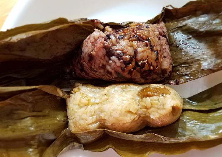 Guilt free brown rice Zongzi (sweet and savory versions) 糙米甜、咸粽