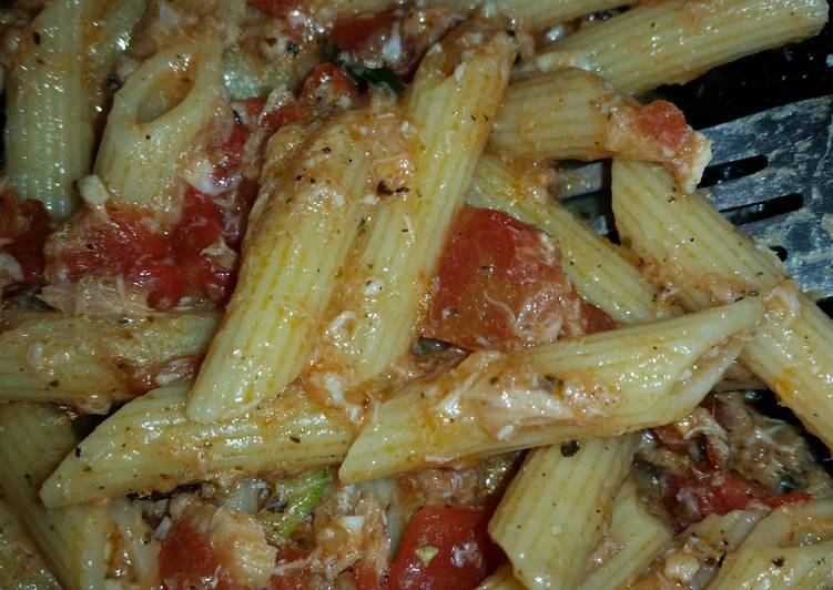 Easiest Way to Make Perfect Seafood Tomato Pasta