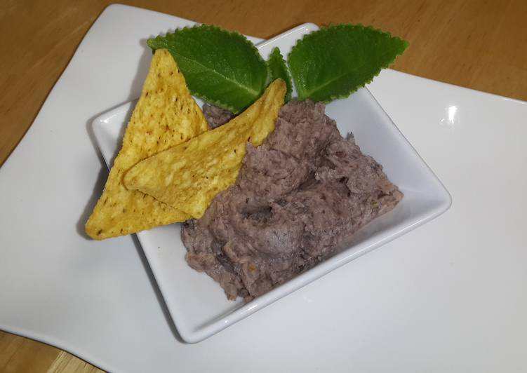 "Meme's Amazing Black Bean ""Hummus"""