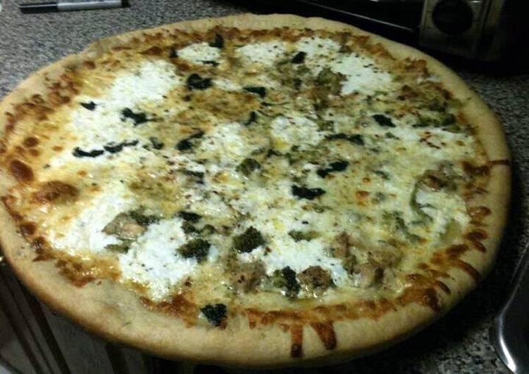 LuBella's Grilled Chicken,Broccoli & Garlic White Pizza