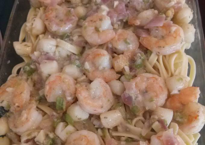 Shrimp n Scallop pasta w/ White Wine sauce