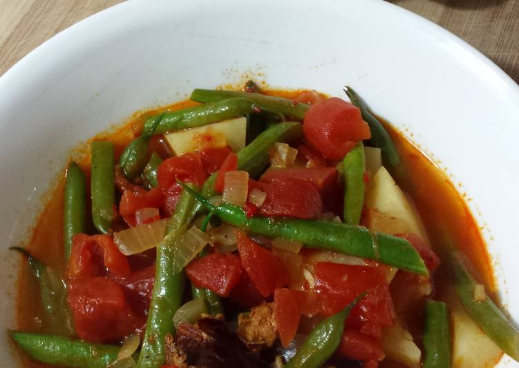 Steps to Prepare Quick Portuguese Linguica and Green Beans