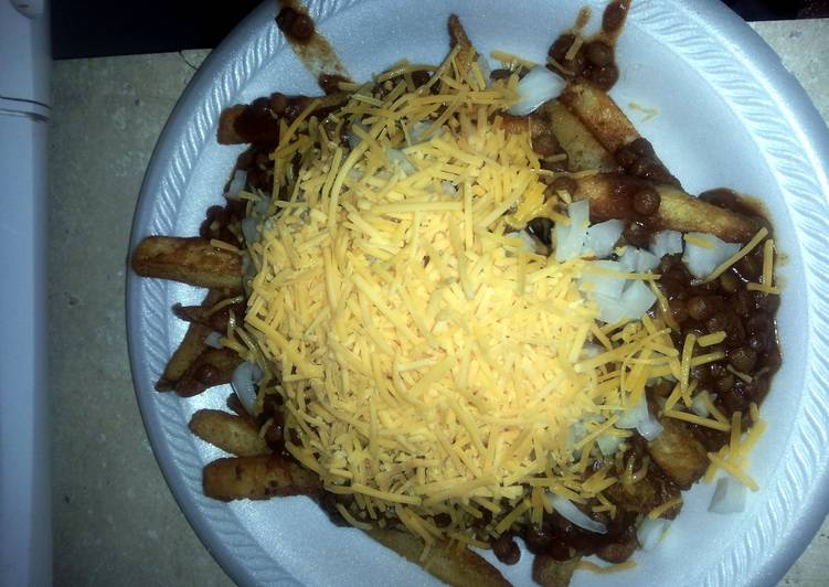 Lentil chili cheese fries