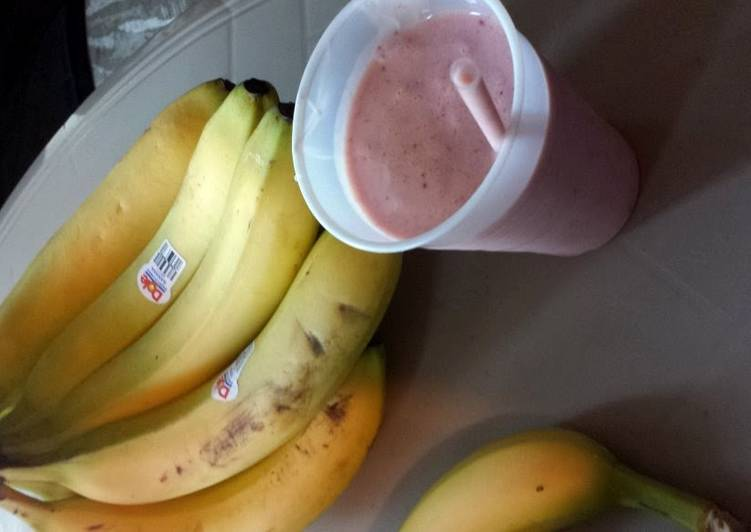 Recipe of Perfect strawberry and banana smoothie
