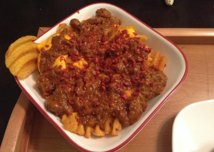 Steps to Prepare Any-night-of-the-week Layered Bacon  Chili Cheddar Cheese Waffle Fries