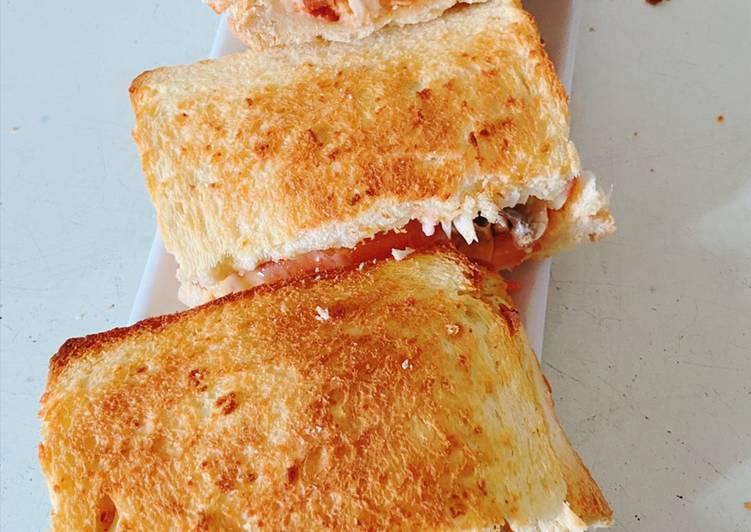 Resepi:  Sandwich Roti ala pizza  Enak
